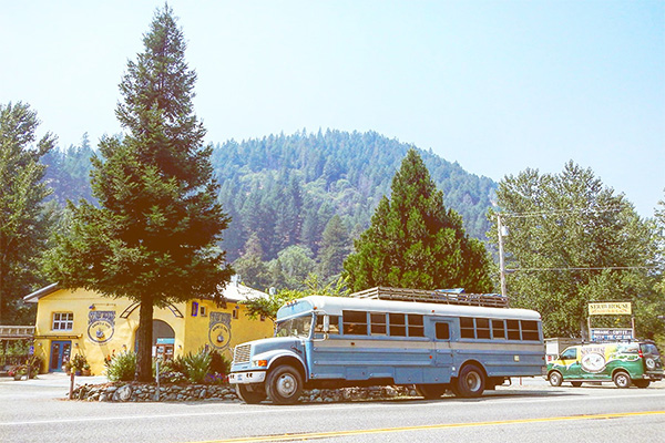 Getting Jobs while Traveling: The Perks of Bus Life