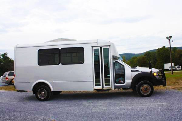 2011 Ford Glaval 4x4 Diesel Short Shuttle Bus - For Sale